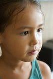 Retrato de la muchacha triste e infeliz, mostrando la sensación negativa Imagen de archivo