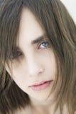 Retrato de la muchacha triste seria con los ojos azules imágenes de archivo libres de regalías