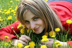 Retrato de la muchacha un campo Imagen de archivo libre de regalías