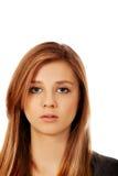 Retrato de la mujer adolescente con la cara seria Foto de archivo