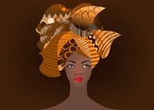 Retrato de la mujer africana joven en un turbante colorido La moda del Afro del abrigo, Ankara, Kente, kitenge, las mujeres afric Imagen de archivo