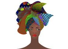 Retrato de la mujer africana joven en un turbante colorido La moda del Afro del abrigo, Ankara, Kente, kitenge, las mujeres afric Foto de archivo