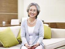 Retrato de la mujer asiática mayor Imágenes de archivo libres de regalías