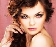 Retrato de la mujer atractiva Fotos de archivo