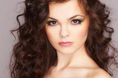 Retrato de la mujer atractiva con maquillaje hermoso Imagen de archivo