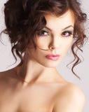 Retrato de la mujer atractiva con maquillaje hermoso Foto de archivo