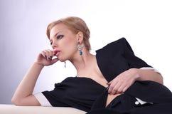 Retrato de la mujer atractiva de moda Fotografía de archivo
