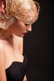 Retrato de la mujer atractiva del retro-estilo en capo fotos de archivo libres de regalías