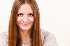Retrato de la mujer atractiva feliz, positiva Fotos de archivo libres de regalías