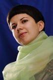 Retrato de la mujer atractiva joven con el mantón Imagen de archivo libre de regalías