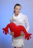 Retrato de la mujer con el corazón de la tarjeta del día de San Valentín del santo Fotografía de archivo libre de regalías