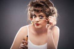 Retrato de la mujer con el pelo del bigudí Imagen de archivo libre de regalías