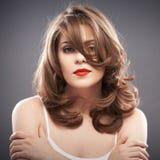 Retrato de la mujer con el pelo del bigudí Imagen de archivo