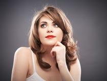 Retrato de la mujer con el pelo del bigudí Foto de archivo libre de regalías