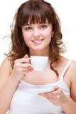 Retrato de la mujer con la taza de café blanca Fotos de archivo