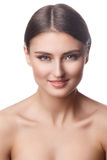 Retrato de la mujer de la belleza del goce alegre hermoso de la muchacha adolescente con el pelo marrón largo y la piel limpia ais Imágenes de archivo libres de regalías