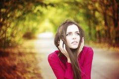 Retrato de la mujer de la belleza del otoño imagen de archivo