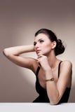 Retrato de la mujer de lujo en joyería exclusiva Imagen de archivo