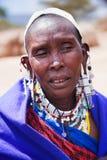 Retrato de la mujer de Maasai en Tanzania, África Imagen de archivo libre de regalías