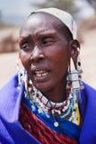 Retrato de la mujer de Maasai en Tanzania, África Imagen de archivo