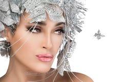 Retrato de la mujer de moda con Stylism de plata. Modo del estilo de Vogue Fotografía de archivo libre de regalías
