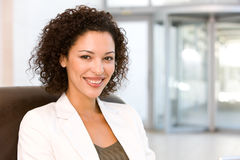 Retrato de la mujer de negocios atractiva Fotografía de archivo libre de regalías