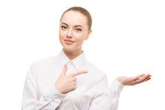 Retrato de la mujer de negocios de la belleza Proponer un producto g hermoso Imagenes de archivo