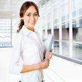 Retrato de la mujer de negocios joven Foto de archivo libre de regalías