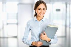 Retrato de la mujer de negocios joven imagen de archivo