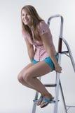 Muchacha alegre que se sienta en escalera Imagen de archivo