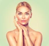 Retrato de la mujer del balneario de la belleza Skincare imagenes de archivo