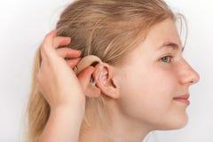 Retrato de la mujer del Dea con el audífono Imágenes de archivo libres de regalías