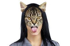 Retrato de la mujer del gato que hace la cara Fotos de archivo libres de regalías