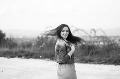 Retrato de la mujer elegante con el pelo del stron Foto de archivo libre de regalías