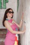 Retrato de la mujer elegante con las gafas de sol Fotos de archivo libres de regalías