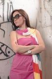 Retrato de la mujer elegante con las gafas de sol Imagenes de archivo