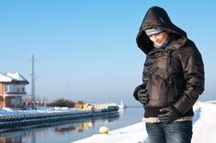 Retrato de la mujer embarazada del invierno Imagenes de archivo