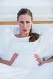 Retrato de la mujer embarazada que sufre de dolor Fotografía de archivo libre de regalías