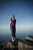 Retrato de la mujer en la playa Foto de archivo libre de regalías