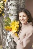 Retrato de la mujer en otoño Fotografía de archivo