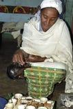 Retrato de la mujer etíope en vestido tradicional Fotografía de archivo