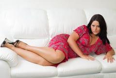 Retrato de la mujer grande-breasted atractiva joven Imagen de archivo libre de regalías