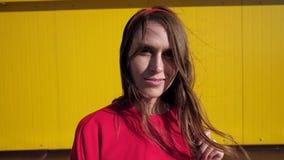 Retrato de la mujer hermosa almacen de metraje de vídeo