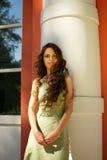 Retrato de la mujer hermosa con el pelo rizado largo Foto de archivo libre de regalías