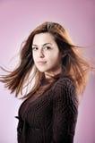 Retrato de la mujer hermosa con el viento en el pelo aislado Imágenes de archivo libres de regalías