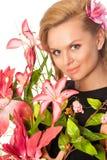 Retrato de la mujer hermosa con las flores fotos de archivo