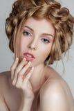 Retrato de la mujer hermosa con maquillaje y Fotografía de archivo libre de regalías