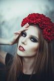 Retrato de la mujer hermosa de la moda en la naturaleza Modo puro de la belleza Imagen de archivo libre de regalías