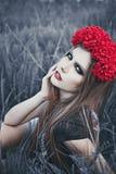 Retrato de la mujer hermosa de la moda en la naturaleza Modo puro de la belleza Foto de archivo libre de regalías