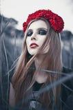 Retrato de la mujer hermosa de la moda en la naturaleza Modo puro de la belleza Foto de archivo